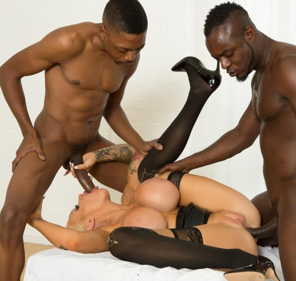 Sophie Anderson – She Takes Two Big Black Dicks (2018/DDFBusty/DDFNetwork/480p)