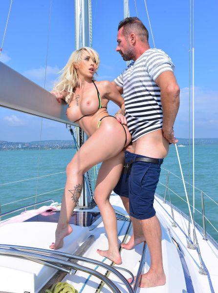 Christina Shine – Hardcore Fuck on the Yacht (2018/HandsonHardcore.com/DDFNetwork.com/FullHD)