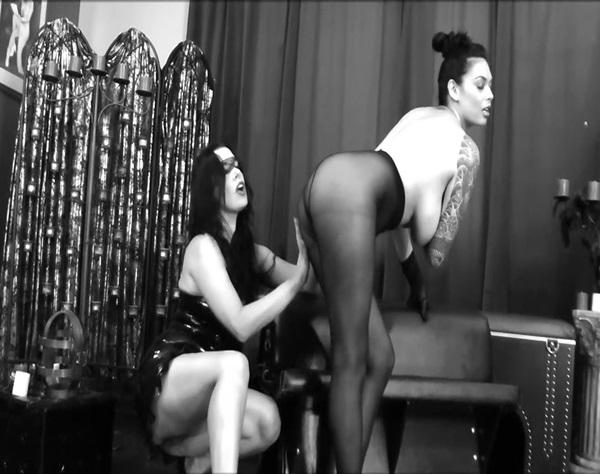 Anastasia – Pantyhose domination (AnastasiaPierce.com)