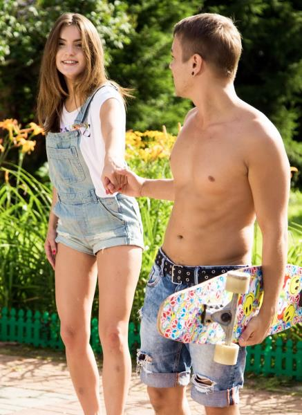 Evelina Darling – Skater Girl Banged By Dude (ClubSevenTeen.com)