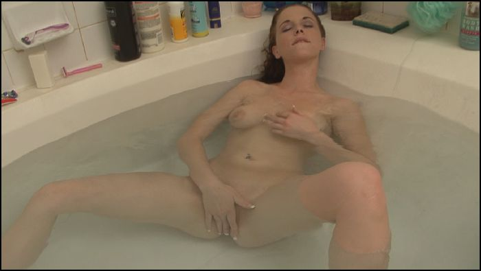 NaughtyRob Curvy perfect 10 Holly bathes Preview