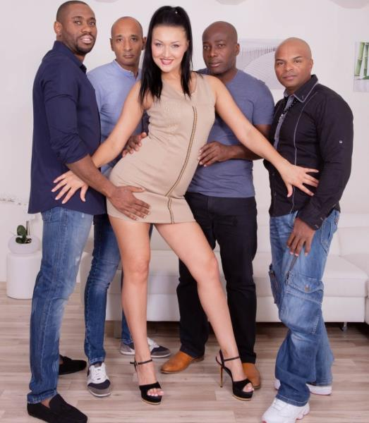 Vanessa Vaughn – Hungry Brunette Takes on Four Black Studs (Private.com/2018/480p)