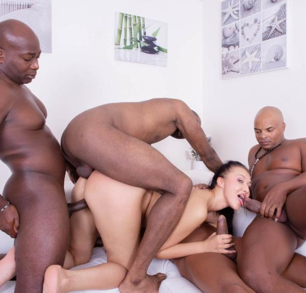 Vanessa Vaughn – Hungry Brunette Takes on Four Black Studs (Private.com/2018/HD1080p)