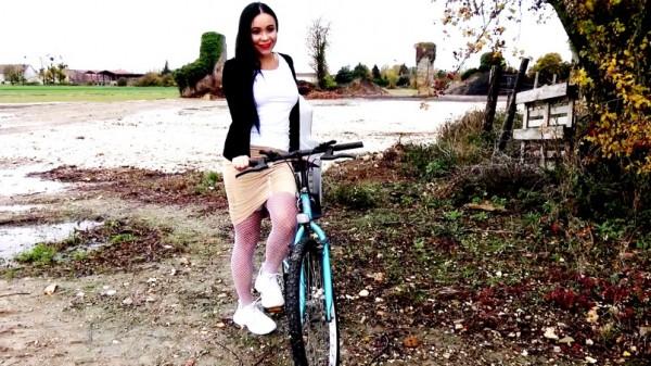 Nila – Nila, 27ans, de Gisors 27 (2018/JacquieEtMichelTV.net/HD1080p)