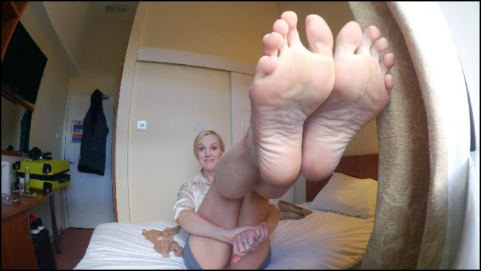 Ariel Anderssen Foottease Landlady Preview