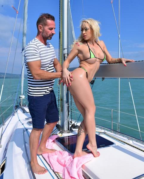 Christina Shine – Sailing And Sucking (2018/OnlyBlowJob.com/DDFNetwork.com/HD1080p)