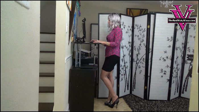 Goddess Vicky Vixxx Dipping Dangling and Shoe play to make you weak Preview