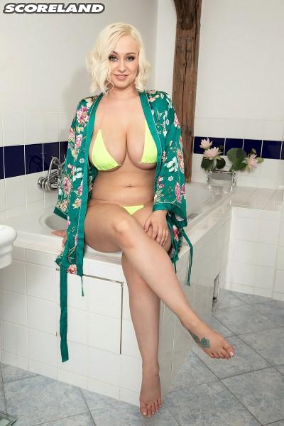 Rachael C – Busty Bikini Bath Babe (2018/Scoreland.com/PornMegaLoad.com/HD1080p)