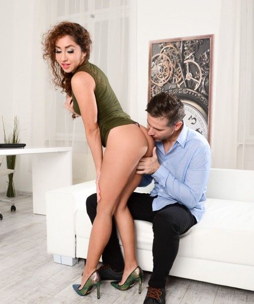 Melody Petite – Business With Pleasure (DeepthroatFrenzy.com/21Sextury.com/2018/HD)