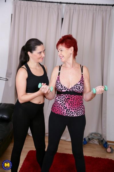 Pixiee Little EU 33, Sensual Caroline EU 62 – Sensual Caroline gets a special workout session from Pixiee Little (2018/Mature.nl/HD1080p)