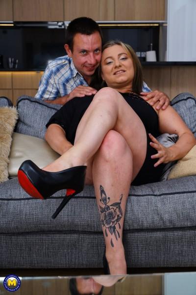 MATURE.NL – Kiara Rizzi 40 – Italian curvy Kiara Rizzi fucking and sucking