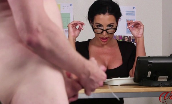 Mila Amora – Under Secretarys Desk (2018/LadyVoyeurs.com/HD1080p)