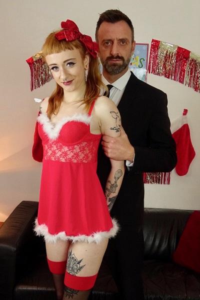 Azura Alii – Slut-Trained For Santas Pleasure (2018/PascalsSubSluts.com/HD1080p)