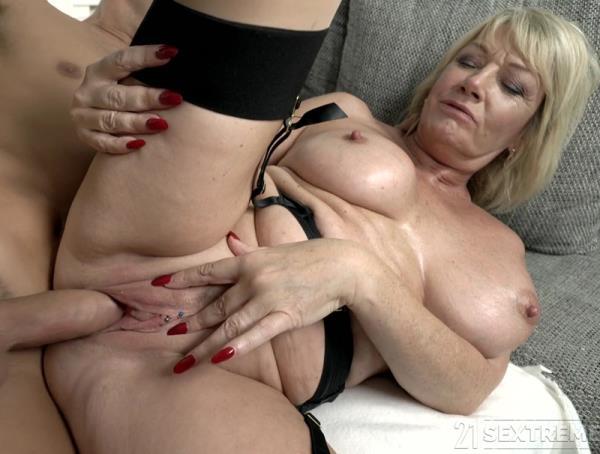 Blonde Granny Porno