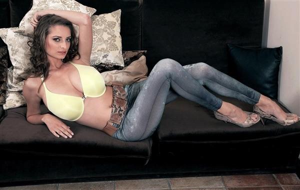 Estelle Taylor – Super-Slim And Busty (PornMegaLoad.com/Scoreland.com/2019/HD1080p)