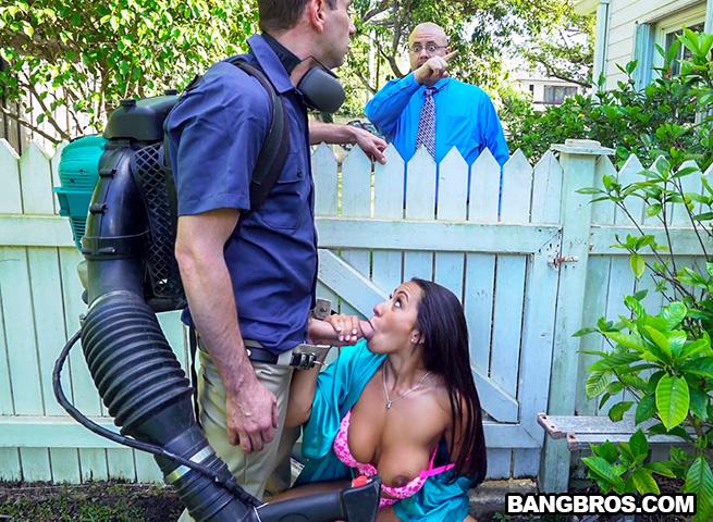 Соблазнила и трахнулась с садовником, две сочные монахини