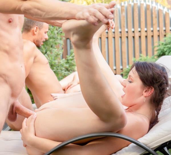 Elena Vega, Mila Milan – Poolside Orgy for Busty Agents (Private.com/2019/HD1080p)