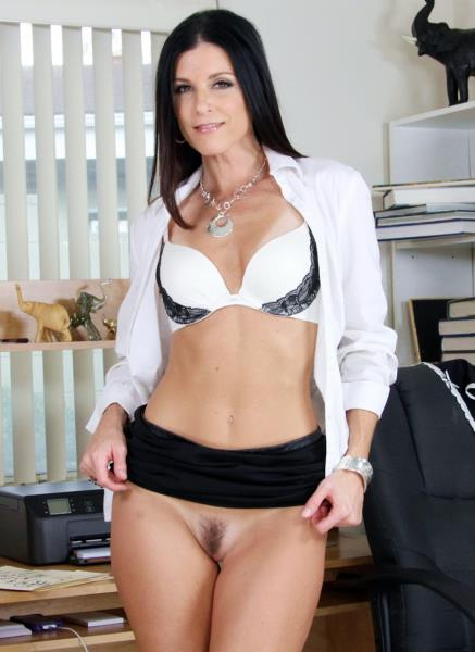 India Summer – Milf India Summer Loves Anal Sex Too MA071 (2019/LegalPorno.com/HD1080p)