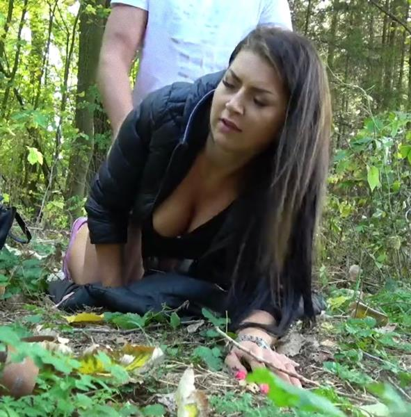 Nika Black – Tight Czech pussy fucked in forest (PublicAgent.com/FakeHub.com/2019/480p)