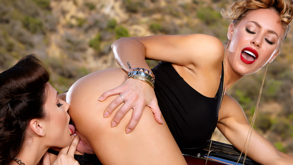Ariana Marie & Nicole Aniston – Bad Girls Havin' a Good Time (Twistys.com)