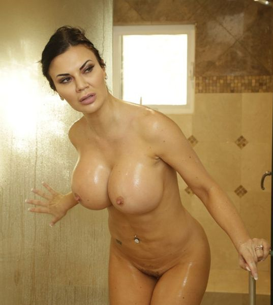 Jasmine Jae – What Is In Your Luggage (2019/Realitykings.com/HD1080p)