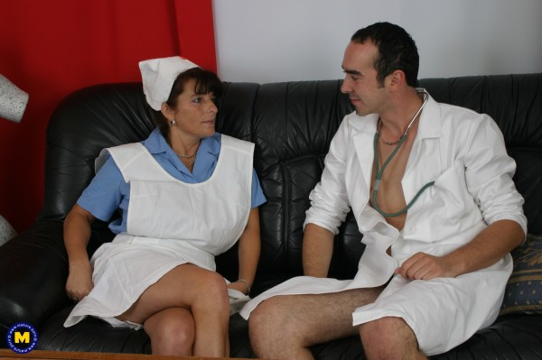 Ginger 45 – Horny nurse gets some special attention from the doctor (2010/Mature.nl/480p)