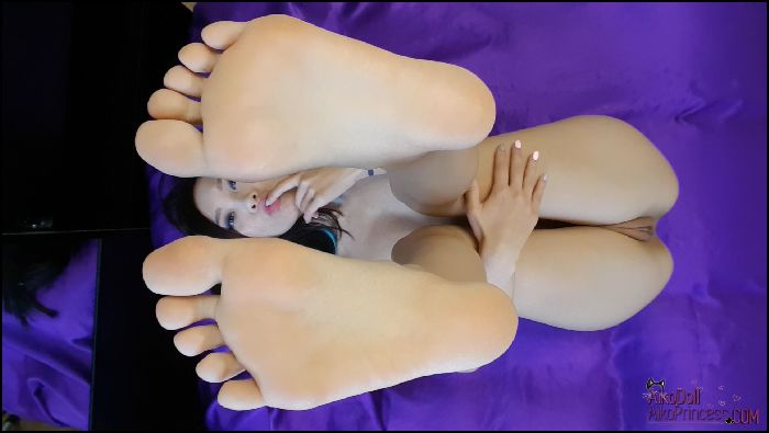 AsianDreamX NAKED FEET tease CLOSE UP from above Preview