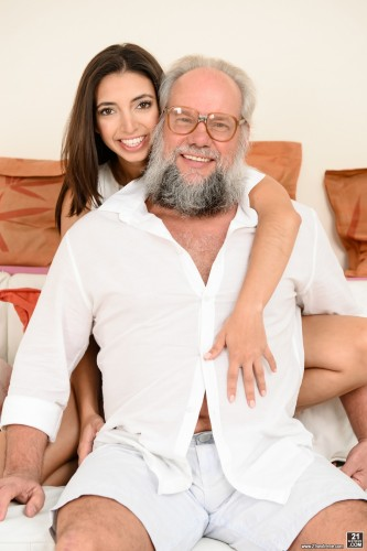 Frida Sante – Riding Grandpa (21Sextreme.com/HD1080p)