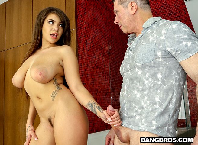 Cassidy Banks – Spying on my Step Daughter (BrownBunnies.com/BangBros.com/2018/HD1080p)
