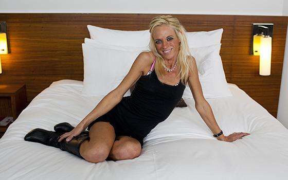 Kate – Blonde spinner milf returns for anal part2 (MomPov.com/2019/HD)