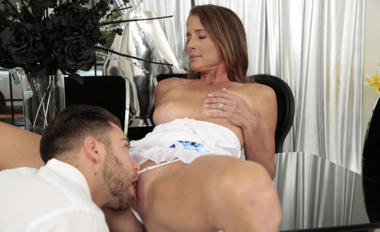 Seth Gamble, Sofie Marie – The Milf And The Manny (Digitalplayground/2019/480p)