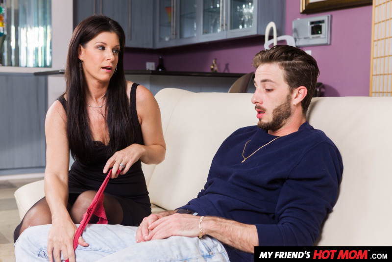 India Summer – India Summer shows her son's friend how to fuck a MILF (Naughtyamerica.com/2019/480p)