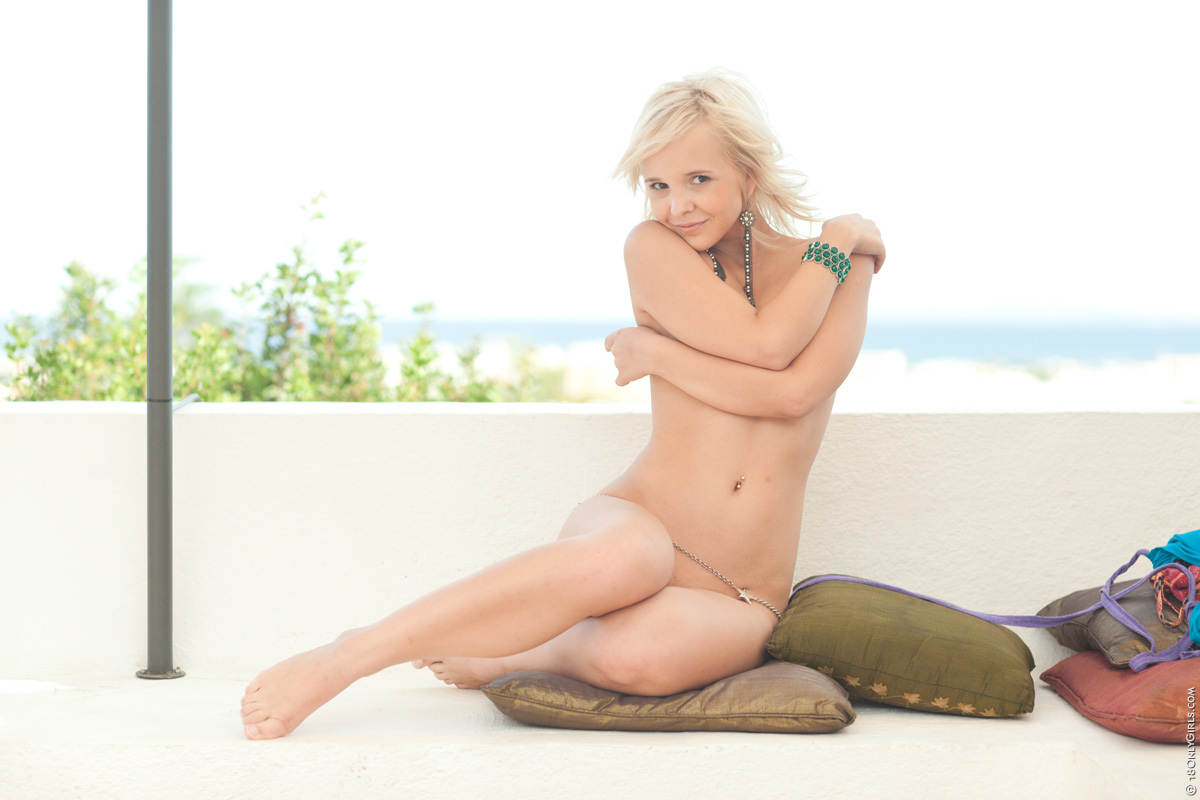 Monroe – Young Blondie Nude Dance (PlayBoy.com/2019/HD1080p)