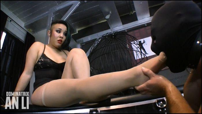Mistress An Li White Man Foot Slave Preview