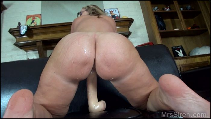 Dee Siren Sexy MILF Squirting with Big Toys Preview