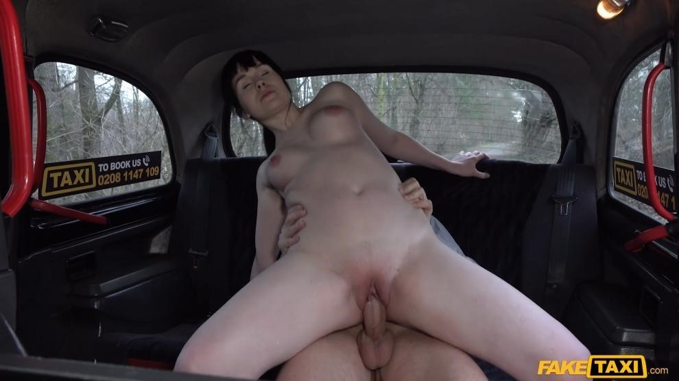 Sweet Angelina – The Backseat Casting Fuck (FakeHub/2019/HD1080p)