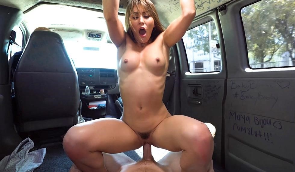 Paige Owens – Fucked On The Way To My Bfs (BangBus/BangBros/2019/480p)