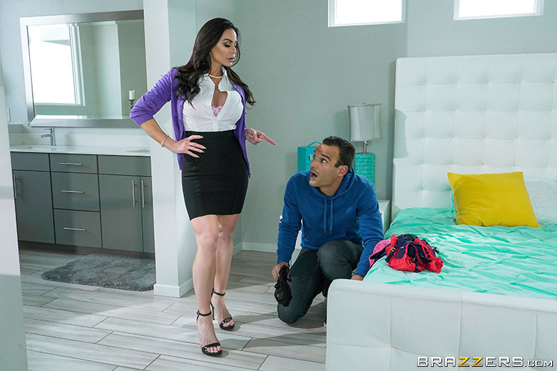 Kendra Lust – Giving Stepmom What She Wants (MommyGotBoobs.com/Brazzers.com/2019/480p)
