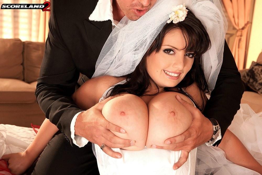 Горячий секс с грудастой невестой дома