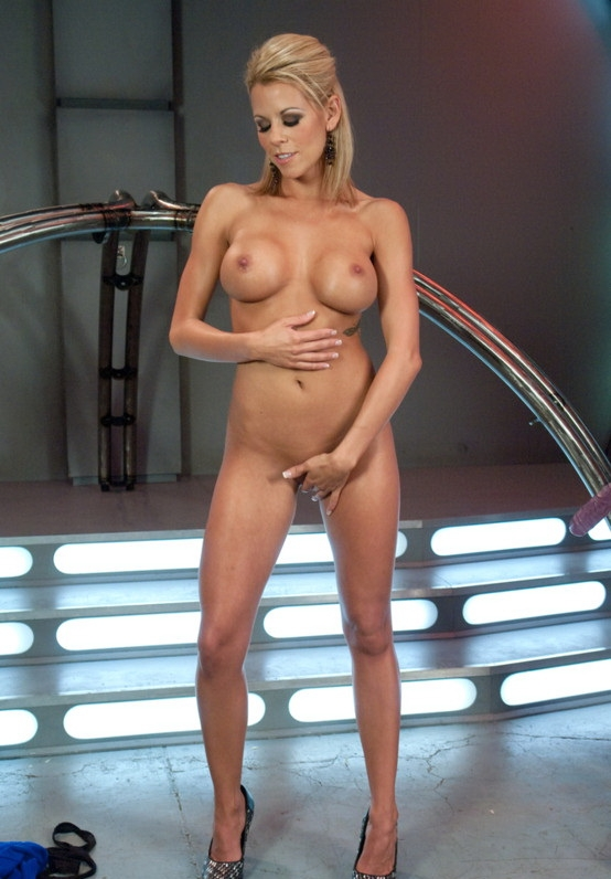 Nicole Graves – Perfection Fucked Machine Fucking a Tan, Toned, California Girl (FuckingMachines.com/Kink.com/2019/HD)