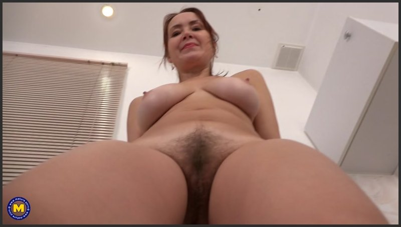 Lucy – Horny Housewife Lucy Playing With Her Unshaved Pussy (Mature.nl/2019/HD1080p)