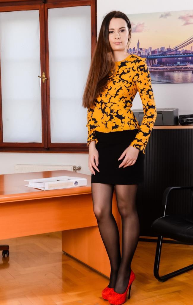 Victoria J – Multitasking Secretary (DPFanatics.com/21Sextury.com/2019/HD1080p)