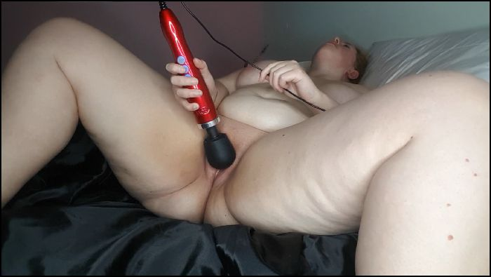 Gwen Adora - BBW Babe Squirts with Wand Vibrator Preview