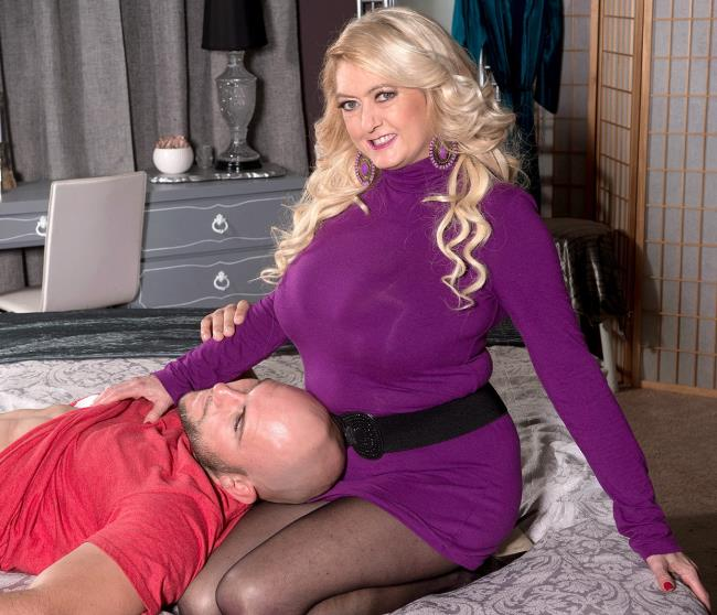Tahnee Taylor – The big-titted MILF takes on a big cock (ScoreHD.com/40SomethingMag.com/2019/FullHD)