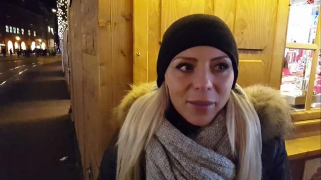 LilliVanilli – Schwanzgeil auf dem Weihnachtsmarkt – Einkaufscenter (MyDirtyHobby.com/2019/FullHD)