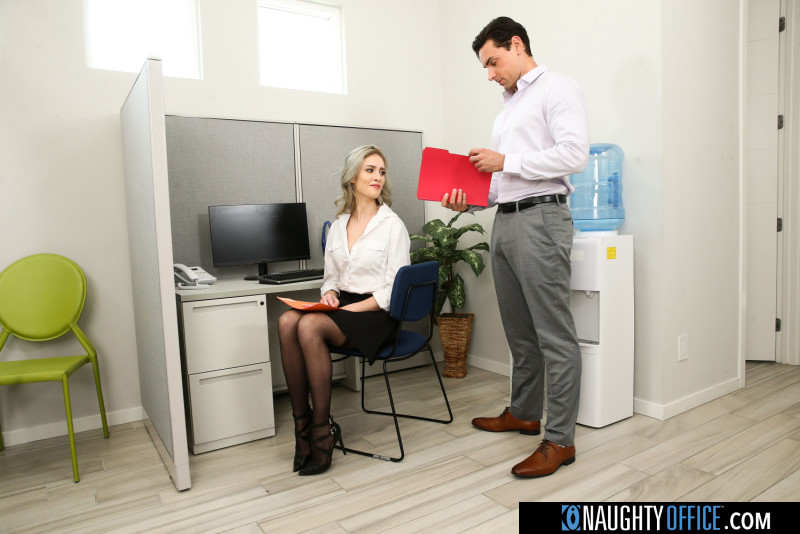 Mazzy Grace – Kelly shows the boss how good her oral skills are (Naughtyamerica.com/2019/480p)