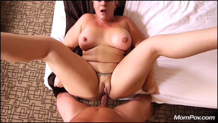 mompov – thick white girl milf sucks and squirts (manyvids.com)