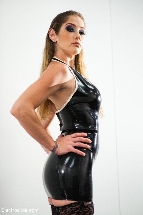 Katja Kassin, Felony, Ashley Fires – Katja Kassin is BACK After a 6 Year Break from Lesbian Electro Sex! (ElectroSluts.com/Kink.com/2019/480p)