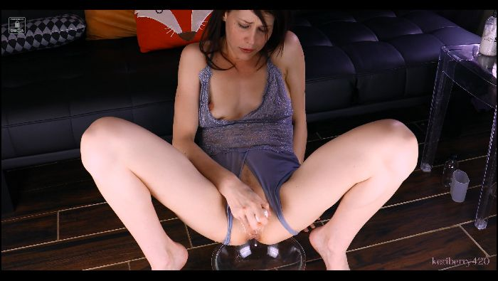keri berry – 4k squirt bottle (manyvids.com)