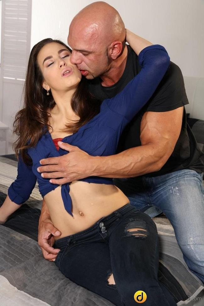 Yenna Black – Brunette nymph loves to deepthroat (DaneJones.com/SexyHub.com/2019/HD)